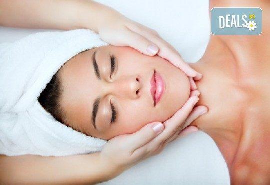 За мека и нежна кожа на лицето без несъвършенства! Дълбоко почистване и масаж на лице в Wellness Place BEL! - Снимка 1