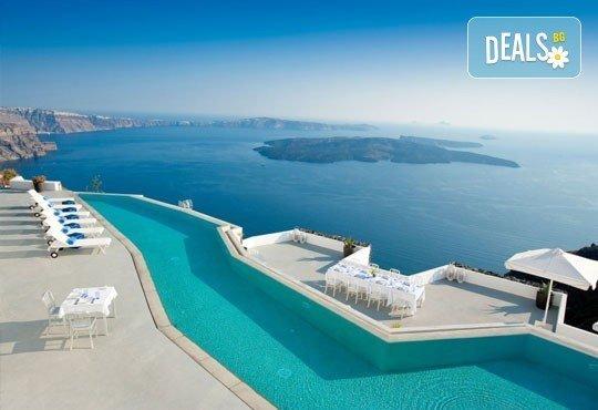 Почивка през май на най-романтичния остров - Санторини, Гърция! 5 нощувки със закуски на Санторини, 1 нощувка със закуска в Атина, транспорт! - Снимка 5