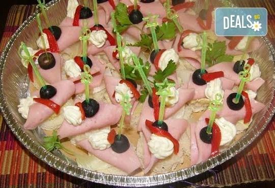 Плато по избор с 25 бр. хапки, аранжирани за директно сервиране, от кулинарна работилница Деличи! - Снимка 3