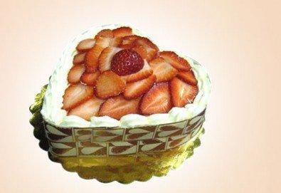 Романтично предложение! Торта Ягодово сърце за всички влюбени от Сладкарница Орхидея!