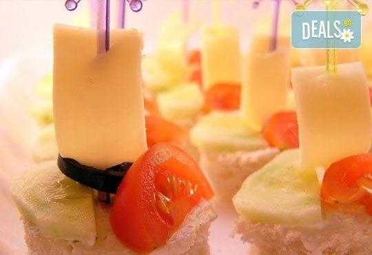 Плато по избор с коктейлни хапки, аранжирани и декорирани за директно сервиране, от кулинарна работилница Деличи! - Снимка 1