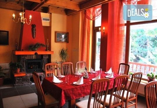 Великден в хотел Тофана 2* в Банско! 3 нощувки със закуски, вечери и празничен Великденски обяд, от Евридика Холидейз! - Снимка 6