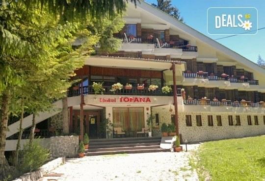 Великден в хотел Тофана 2* в Банско! 3 нощувки със закуски, вечери и празничен Великденски обяд, от Евридика Холидейз! - Снимка 1
