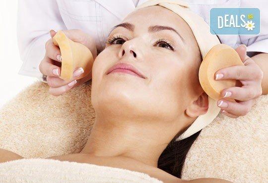 Интензивна красота! Луксозна регенерираща терапия с хиалуронова киселина, ексфолиране на лицето, ултразвук от Салон Blush Beauty - Снимка 2