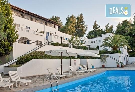 Почивка през май или юни на Халкидики, Гърция! 5 нощувки със закуски и вечери в Theo Bungalows 3*, Kриопиги, от ТА Ревери! - Снимка 1