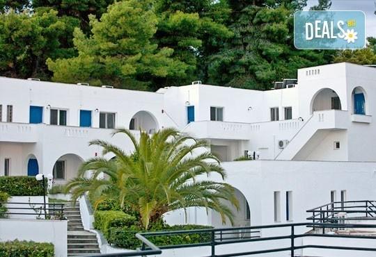 Почивка през май или юни на Халкидики, Гърция! 5 нощувки със закуски и вечери в Theo Bungalows 3*, Kриопиги, от ТА Ревери! - Снимка 2