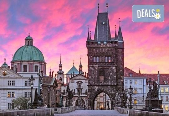 Майски празници в златна Прага, Чехия! 3 нощувки в хотел 3* със закуски и транспорт от Караджъ Турс! - Снимка 1