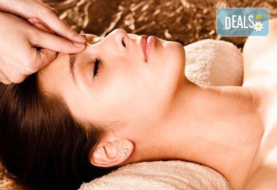 За стегната и красива кожа! Хигиенно-козметичен масаж и колагенова маска на лице, шия и деколте в салон за красота АБ! - Снимка 2