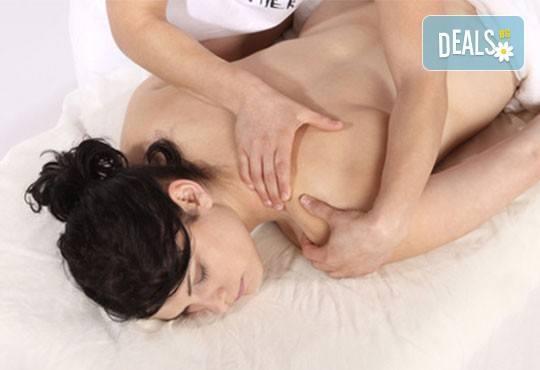 За нови сили и настроение! 60-минутен енергизиращ масаж с мента и зелен чай на цяло тяло и масаж на лице в студио Giro! - Снимка 2