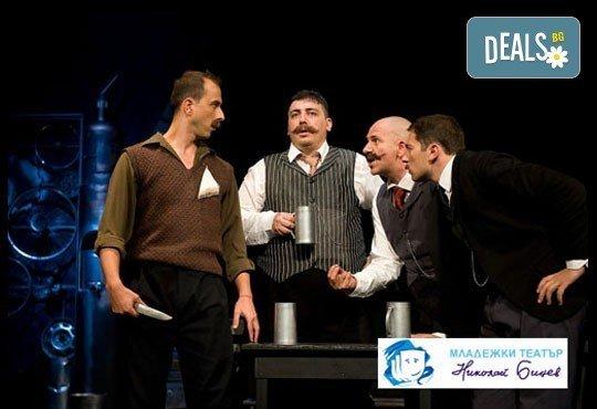 Той пак е тук, пак е жив и ще Ви разсмее! Гледайте Господин Балкански, Младежкия театър, 06.04., от 19.00ч, места - балкон - Снимка 2