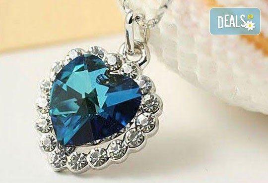 Открийте подходящия подарък за нея! Стилно и изискано колие във форма на сърце от Present For You! - Снимка 1