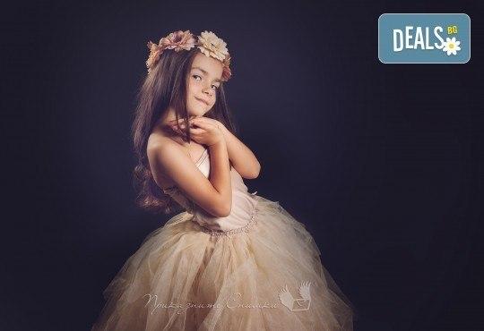 Детска и семейна студийна фотосесия с уникални декори, за деца от 10 месеца до 12 г., от Приказните снимки! - Снимка 3