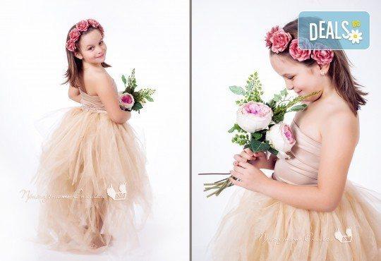 Детска и семейна студийна фотосесия с уникални декори, за деца от 10 месеца до 12 г., от Приказните снимки! - Снимка 11