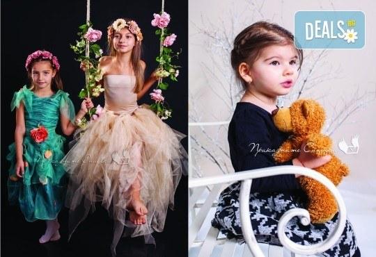 Детска и семейна студийна фотосесия с уникални декори, за деца от 10 месеца до 12 г., от Приказните снимки! - Снимка 13