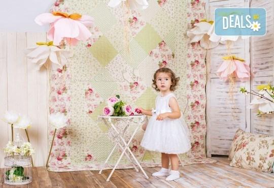 Детска и семейна студийна фотосесия с уникални декори, за деца от 10 месеца до 12 г., от Приказните снимки! - Снимка 24