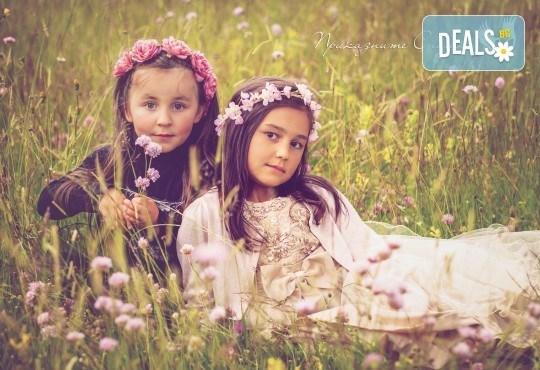 Пролетна детска фотосесия на открито с 20 обработени кадъра от Приказните снимки! - Снимка 2
