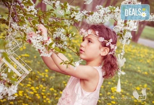 Пролетна детска фотосесия на открито с 20 обработени кадъра от Приказните снимки! - Снимка 5