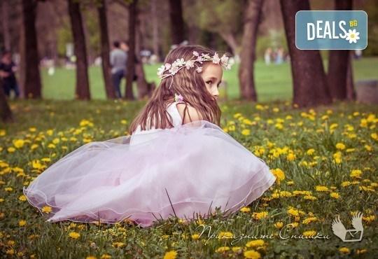 Пролетна детска фотосесия на открито с 20 обработени кадъра от Приказните снимки! - Снимка 7
