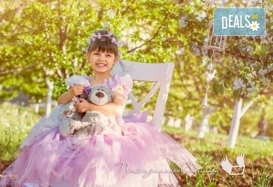Пролетна детска фотосесия на открито с 20 обработени кадъра от Приказните снимки! - Снимка 9