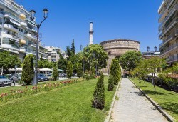 На разходка и шопинг в Солун за 1 ден! Транспорт, екскурзовод и панорамна обиколка, от Дениз Травел! - Снимка