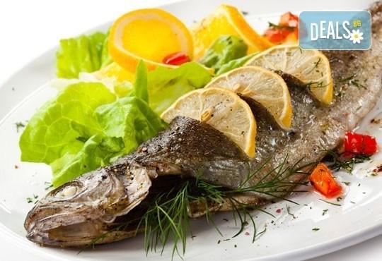 Средиземноморски кулинарен круиз за двама! Две порции риба по избор: Балканска пъстърва или Норвежка скумрия и гарнитура в Ресторант BALITO 3 в жк Надежда - Снимка 1