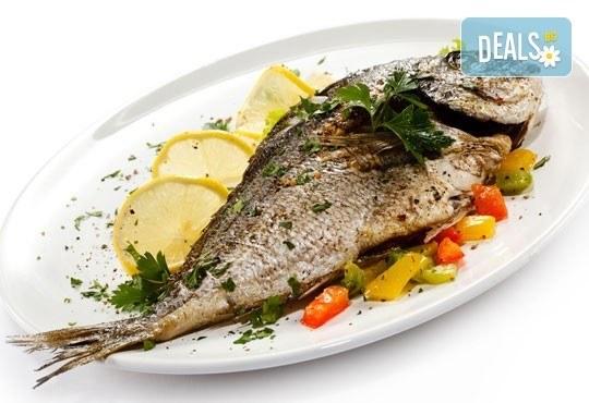 Средиземноморски кулинарен круиз за двама! Две порции риба по избор: Балканска пъстърва или Норвежка скумрия и гарнитура в Ресторант BALITO 3 в жк Надежда - Снимка 3