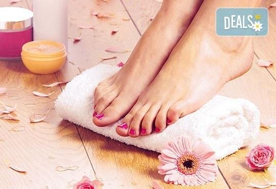 Нежна грижа за краката! Педикюр с O.P.I. + масаж с ароматни крем масла, пилинг и декорации в Салон за красота Swarovski - Снимка 1