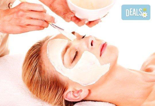 Красота на достъпна цена! Мануално почистване на лице + маска, пилинг и масаж в Салон за красота Swarovski - Снимка 1