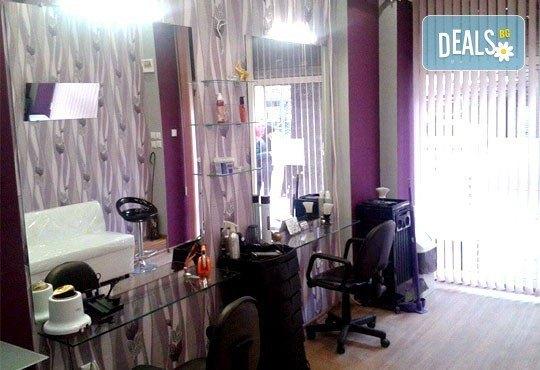 Боядисване с боя на клиента с или без подстригване, арганова терапия, масажно измиване и сешоар от стилист Люси в салон Солей! - Снимка 4