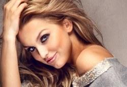 Освежете косата с нови цветни нюанси! Боядисване с боя Farma Vita и оформяне на прическа със сешоар от ADI'S Beauty & SPA! - Снимка