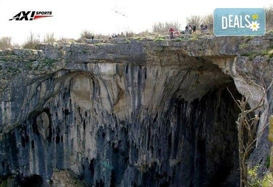 Октомврийски екстремен ден в района на пещера Проходна: бънджи скок, алпийски рапел, скално катерене и още от Ax! Sports - Снимка 4