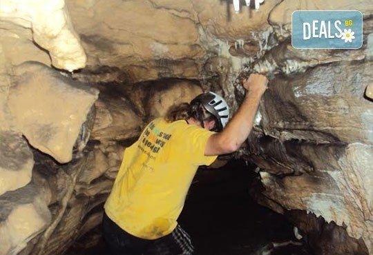 Октомврийски екстремен ден в района на пещера Проходна: бънджи скок, алпийски рапел, скално катерене и още от Ax! Sports - Снимка 7