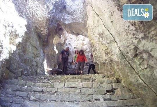 АХ емоционален и нискоекстремен ден в каньона на река Вит: посещение на природни забележителности от Ax! Sport - Снимка 7