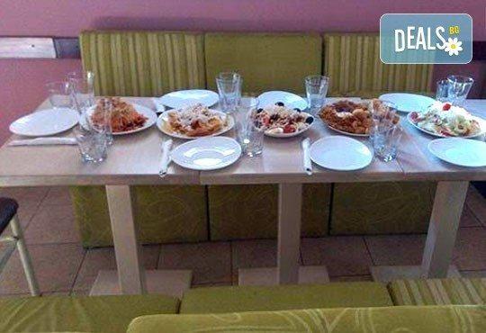 Комбинирайте сами своето меню с основно ястие и напитка по избор - пилешки хапки, топени сиренца, тиквички и още от Refresh Bar and Dinner! - Снимка 3