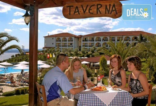 Слънце, узо и море с лятна почивка в Akrathos Beach Hotel 3*+ Халкидики, Гърция! 3/4/5/ нощувки на база All inclusive! - Снимка 7