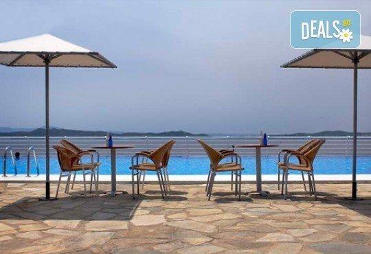 Слънце, узо и море с лятна почивка в Akrathos Beach Hotel 3*+ Халкидики, Гърция! 3/4/5/ нощувки на база All inclusive! - Снимка 10