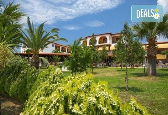 Слънце, узо и море с лятна почивка в Akrathos Beach Hotel 3*+ Халкидики, Гърция! 3/4/5/ нощувки на база All inclusive! - Снимка 1