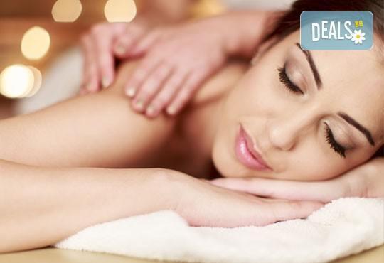 Тонизирайте тялото си! Масаж с олио от жожоба на цяло тяло, лице, глава и рефлексотерапия в студио Relax Beauty&Spa! - Снимка 1