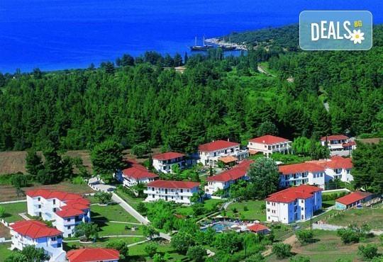 В разгара на лятото почивайте в Chrousso Village Hotel 4*, Касандра, Гърция! 5 нощувки на база All Inclusive, безплатно за дете до 13г.! - Снимка 13
