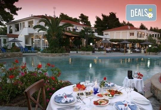В разгара на лятото почивайте в Chrousso Village Hotel 4*, Касандра, Гърция! 5 нощувки на база All Inclusive, безплатно за дете до 13г.! - Снимка 3