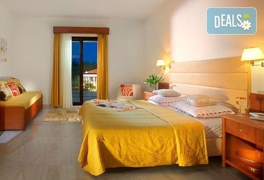 В разгара на лятото почивайте в Chrousso Village Hotel 4*, Касандра, Гърция! 5 нощувки на база All Inclusive, безплатно за дете до 13г.! - Снимка 5
