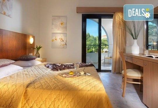 В разгара на лятото почивайте в Chrousso Village Hotel 4*, Касандра, Гърция! 5 нощувки на база All Inclusive, безплатно за дете до 13г.! - Снимка 6