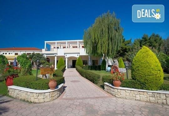 В разгара на лятото почивайте в Chrousso Village Hotel 4*, Касандра, Гърция! 5 нощувки на база All Inclusive, безплатно за дете до 13г.! - Снимка 11