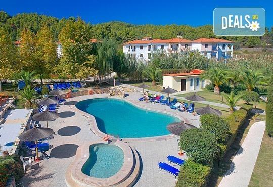 В разгара на лятото почивайте в Chrousso Village Hotel 4*, Касандра, Гърция! 5 нощувки на база All Inclusive, безплатно за дете до 13г.! - Снимка 1