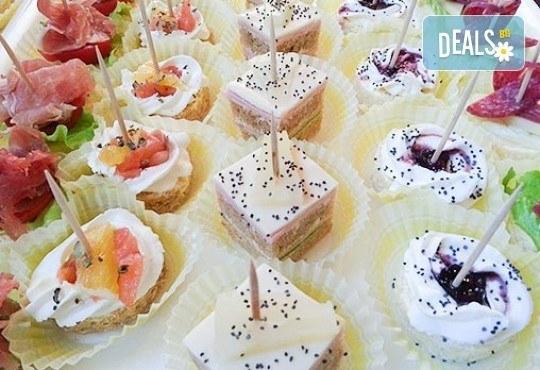 Малки кулинарни изкушения за щастливи мигове! 140 бр. хапки и бонус 50% отстъпка от сладките вкуснотийки на Мечо Фууд Кетъринг! - Снимка 5