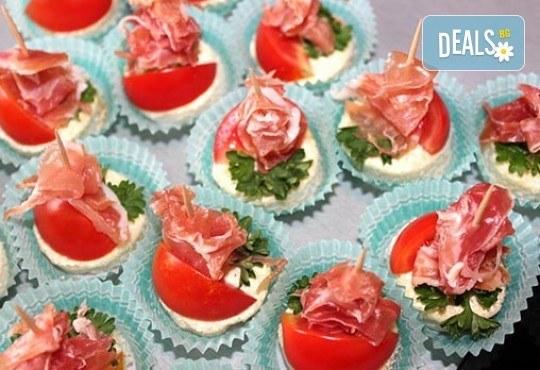 Малки кулинарни изкушения за щастливи мигове! 140 бр. хапки и бонус 50% отстъпка от сладките вкуснотийки на Мечо Фууд Кетъринг! - Снимка 1