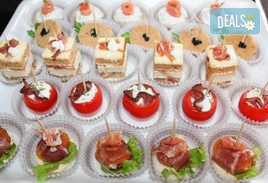 Малки кулинарни изкушения за щастливи мигове! 140 бр. хапки и бонус 50% отстъпка от сладките вкуснотийки на Мечо Фууд Кетъринг! - Снимка 2