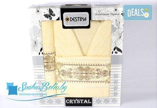 Луксозни халати Дестина на промо цена! Луксозен халат и два броя кърпи с размери 50/90 и 80/150 в комплект от SPALNOBELIO.BG! - Снимка 1