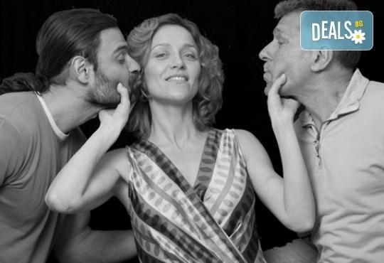 Очарователна комедия с Асен Блатечки и Койна Русева - Вик за любов на 14.04, от 19 ч, в театър Сълза и смях, 1 билет - Снимка 2