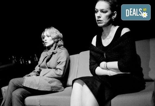 Влади Люцканов и Койна Русева в Часът на вълците, Младежкия театър, Голяма сцена на 09.04, събота от 19 ч, билет за един - Снимка 4
